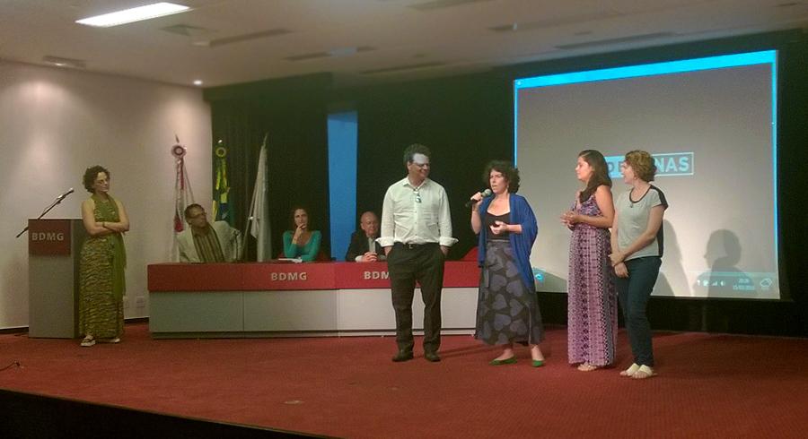 Túlio Ottoni, diretor de Jornalismo, com a equipe do Jornal das Crianças