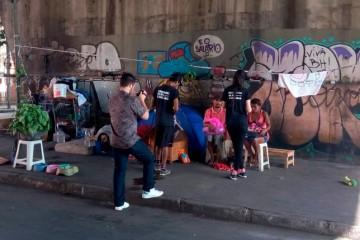 Série mostra relação entre pessoas em situação de rua e animais de estimação