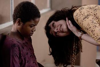 Faixa de Cinema exibe filme que retrata história real de ex-menino de rua