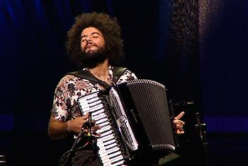 Diversidade sonora do acordeon é destaque em série do Noturno